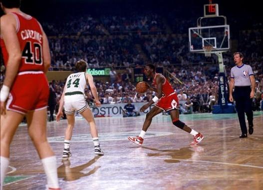 63 punkty Michaela Jordana